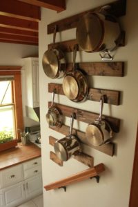 kitchen-pan-wall